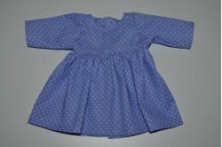 Lilla kjole med hvide prikker