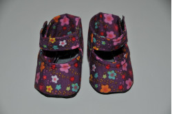 Lilla sko med blomster